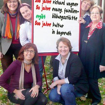 Mitarbeiterinnen der Familien-Bildungsstätte plus Mehrgenerationenhaus im Jahr 2013 Elisabeth Zagel, Ute Semmelmann, Melanie Kurz, Petra Lauterbach, Hannelore Zerrenner, Hannelore Thurn (v.l.n.r.)