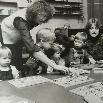Puzzlespiel beim Miniclub unter Leitung von Traudl Hager
