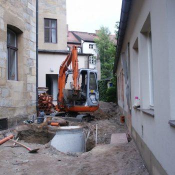 Kanalisation im Innenhof des Storchenhauses