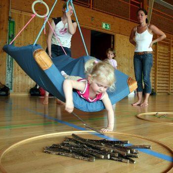 Eltern-Kind-Turnen in verschiedenen Sporthallen in der Stadt Bayreuth – Foto: Pölnitz-Eisfeld
