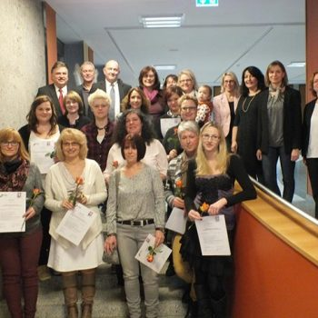 Qualifizierung und Weiterqualifizierung von Tagesmüttern in Zusammenarbeit mit den Jugendämtern der Stadt und des Landkreises Bayreuth und Kulmbach.