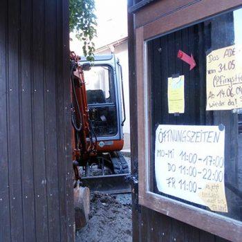 Beginn der Umbauarbeiten im Innenhof des Storchenhauses