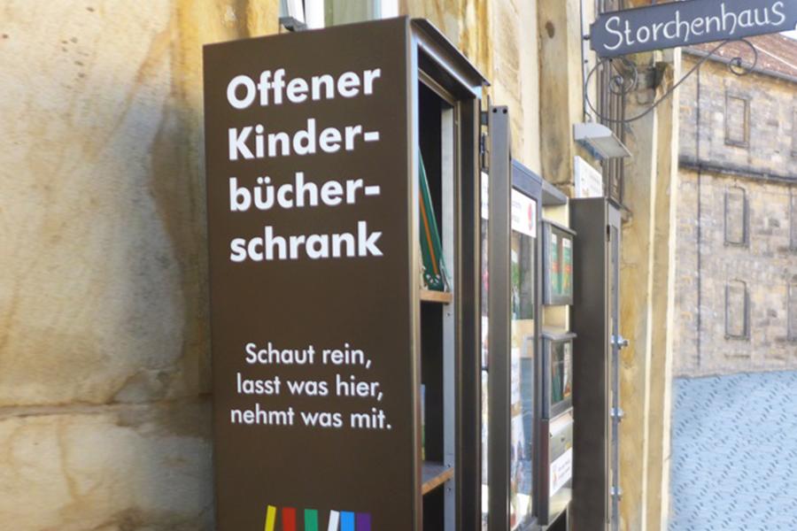 Kinder-Bücher-Schrank am Storchenhaus