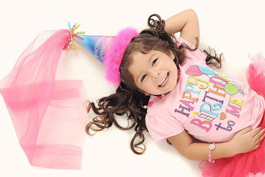 Kindergeburtstag – Mädchen im Kostüm